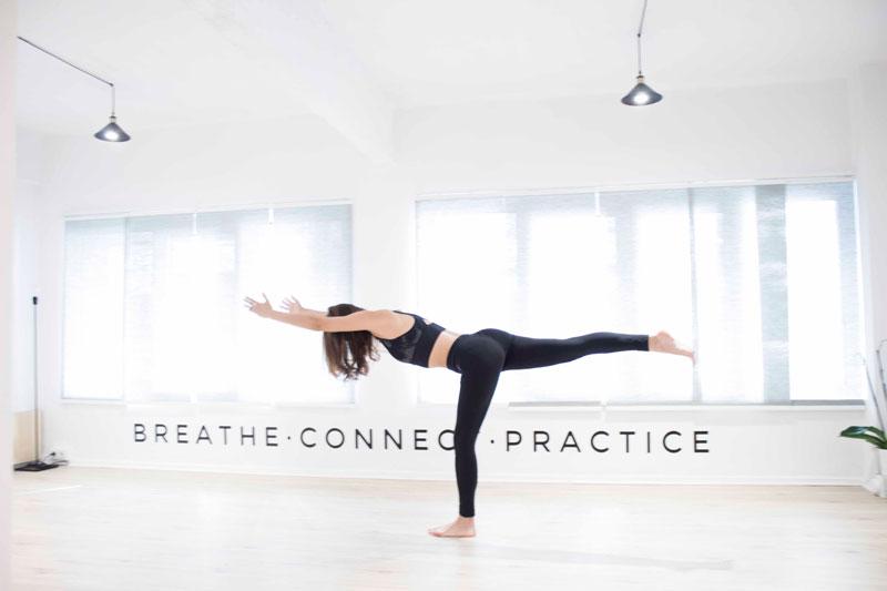 Qué beneficios te proporciona practicar Yoga: cuerpo estirado
