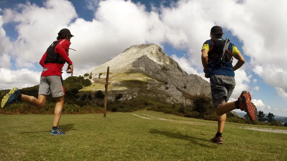 Corredores de Trail por el monte