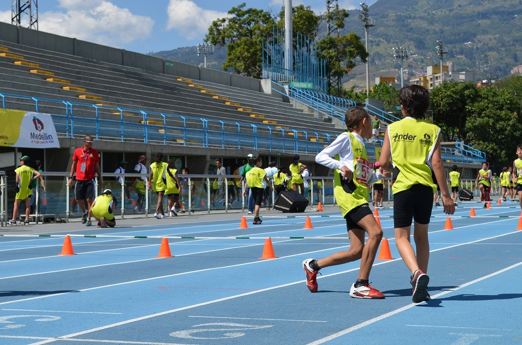 Jóvenes pista atletismo.jpg