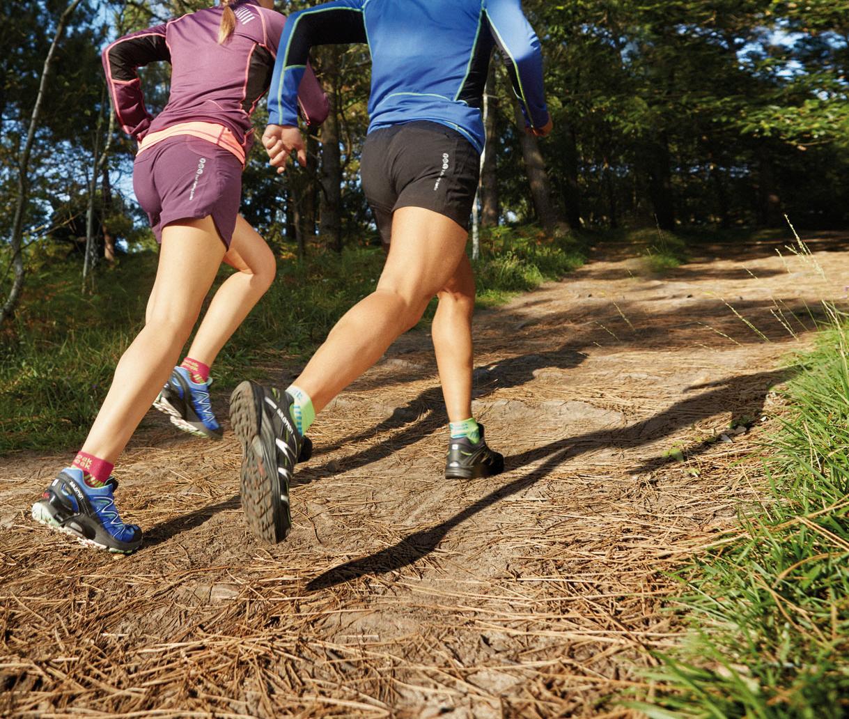 Corredores entrenando en trail