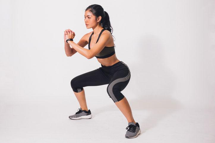 Los 6 mejores ejercicios para corredoras principiantes: sentadillas